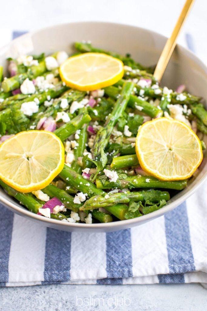 На фото рецепт салата со спаржей