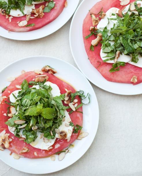 Как похудеть. Рецепт салата с арбузом и моцарелой.