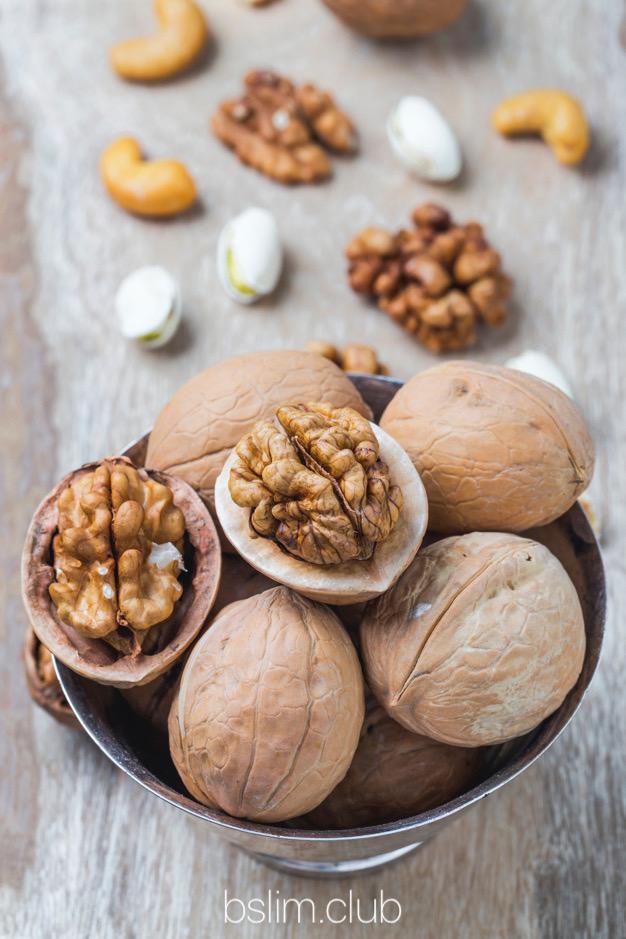 Орехи при похудении. Зачем замачивать?!